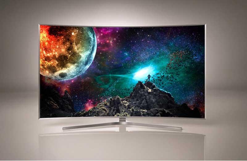 Csúcskategóriás ívelt monitor a Samsungtól