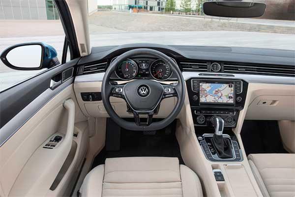 Volkswagen Passat GTE hibrid hajtású autó beltér