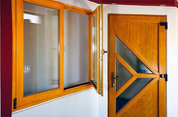 Meggyőző ajtó és ablak kínálat - bemutatóterem