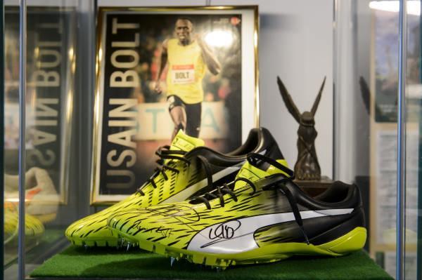 Usain Bolt cipőjével bővült a somoskői sportcipőmúzeum gyűjteménye