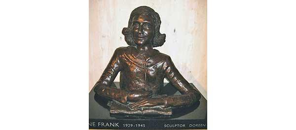 Első alkalommal készült képregény Anne Frank naplójából