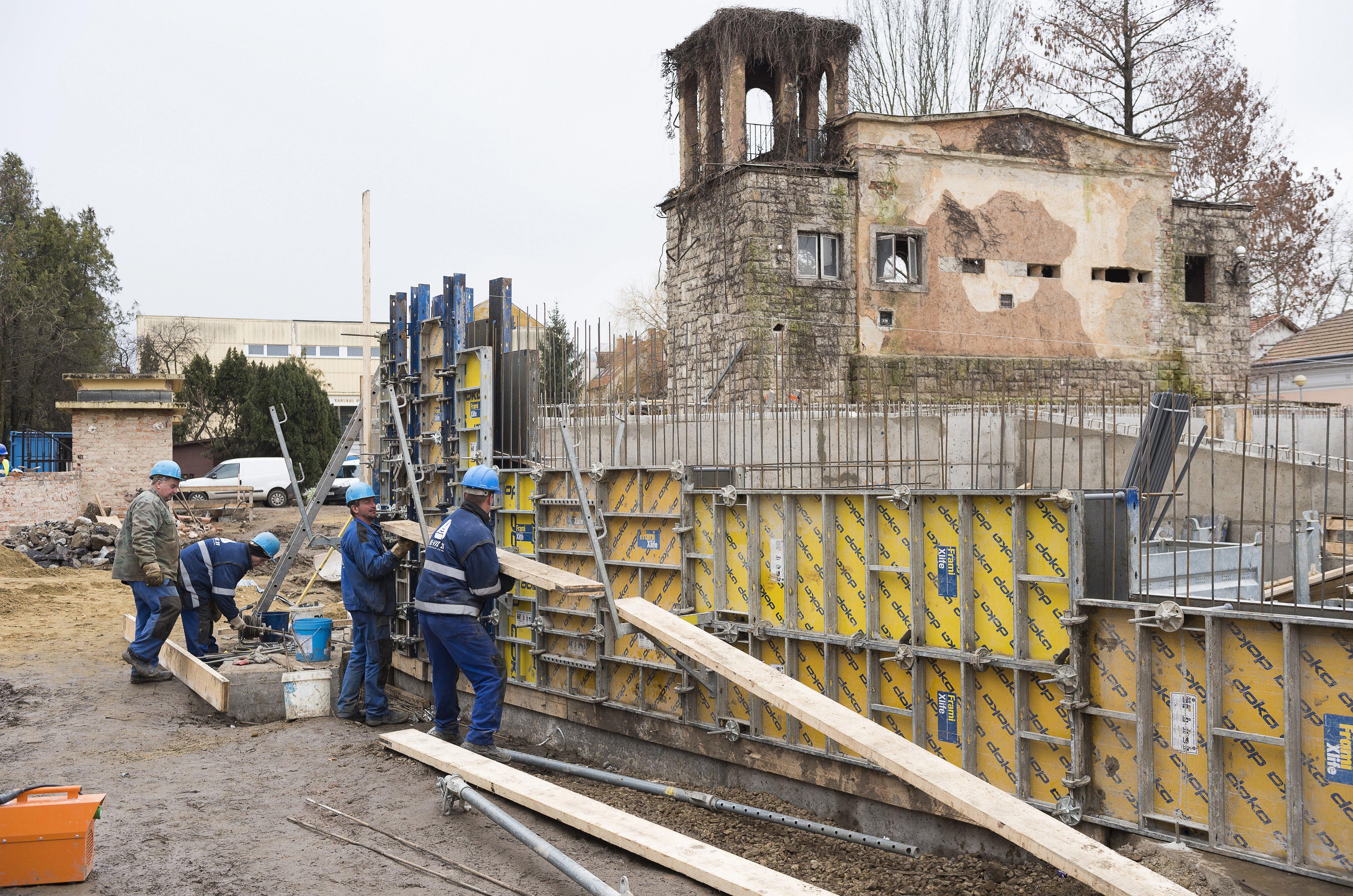 Májusra elkészül a felújított szabadtéri színpad Nyíregyházán