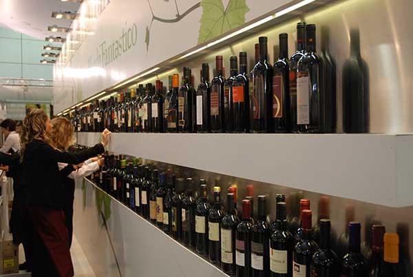Magyar borok a Vinitaly olasz szakmai vásáron