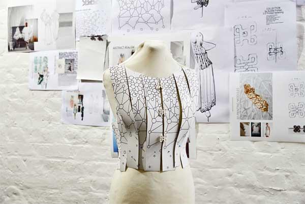 Mobil couture: egy ruhakollekció, melyet csakis mobiltelefon támogatásával terveztek meg és gyártottak le