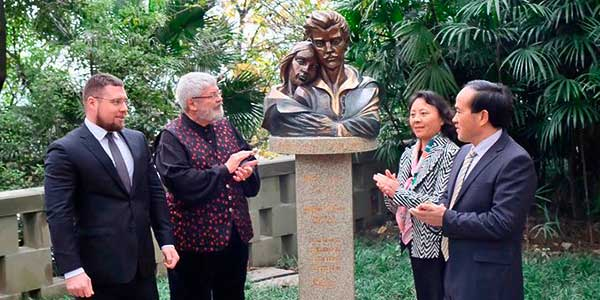 Petőfi-szobrot avattak a nyugat-kínai Csungkingban