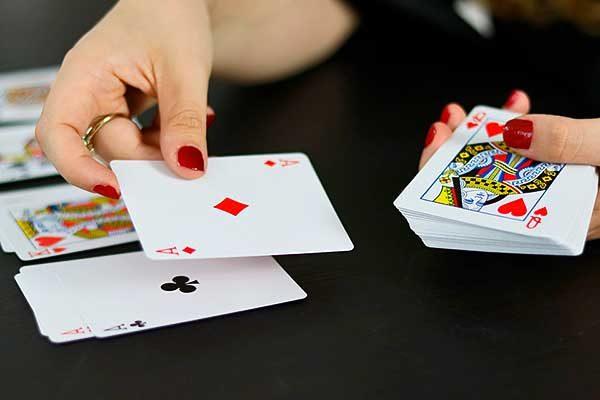 Támogatást ad megőrizni a mentális fittséget a sok társas- és kártyajáték