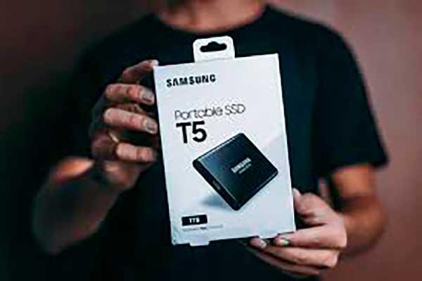 A Samsung Hordozható SSD T7 Touch új korszakot nyit a külső meghajtók piacán