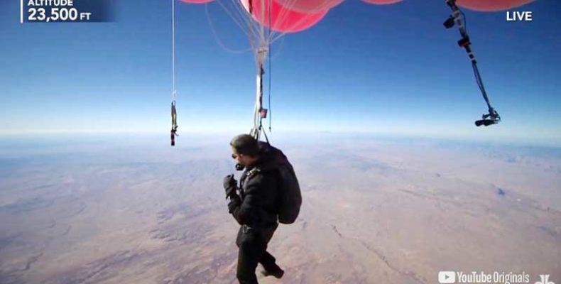 Csaknem 7600 méterig emelkedett David Blaine óriási színes léggömbökkel