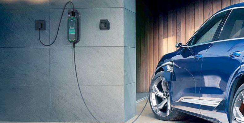 Nagy tudású megoldással a túlterhelés ellen – Hálózat-optimalizált töltésre kész az Audi e-tron