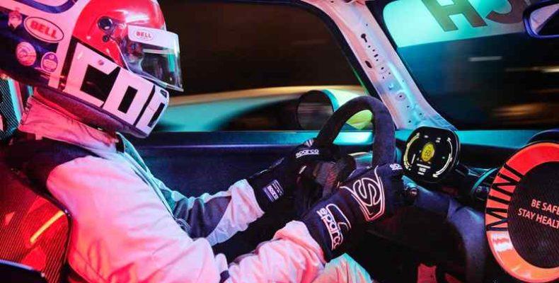 Róma belvárosában versenyzett a MINI tisztán elektromos meghajtású biztonsági gépjárműje
