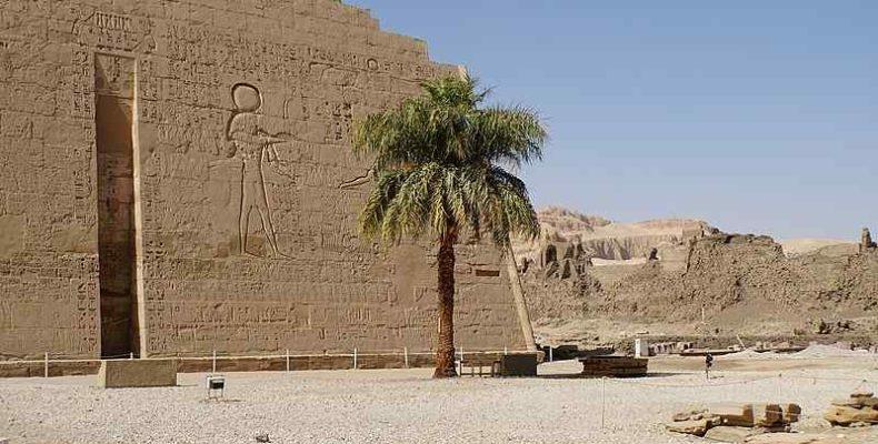 Sziklasírokat tártak fel egy felső-egyiptomi nekropoliszban