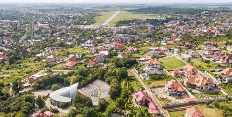 Ungváron ünnepélyesen átadták a megyei színház magyar támogatásból felújított színpadát